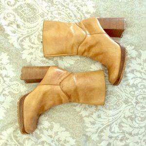 VTG 90's Bongo Chunk Heel Leather Ankle Boots
